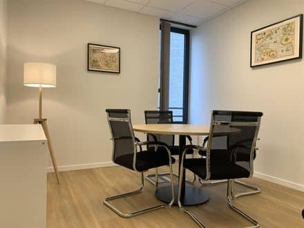 Office or business<span>10</span>m² for rent Ukkel