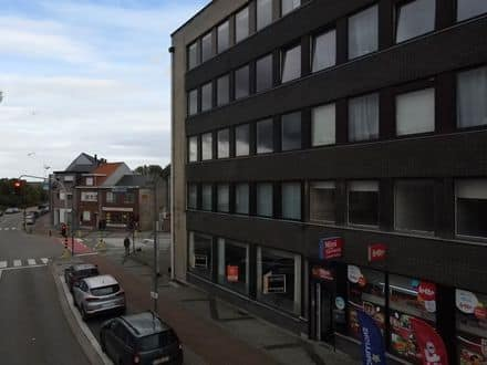 Business<span>79</span>m² for rent Steendorp