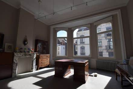 House<span>390</span>m² for rent