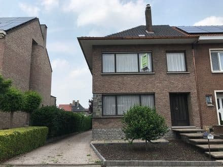 House<span>172</span>m² for rent