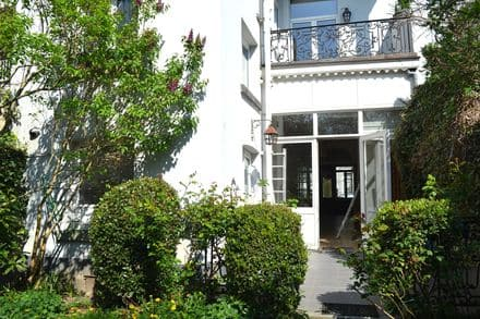 House<span>450</span>m² for rent