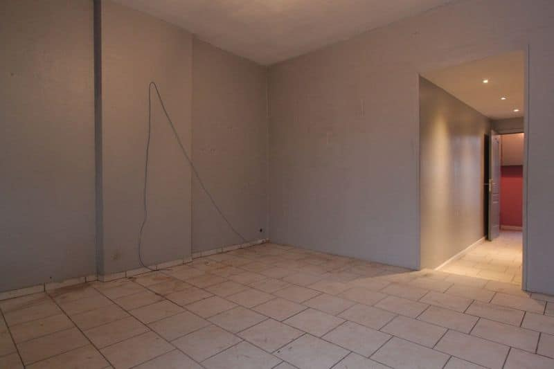 House for sale in Courcelles