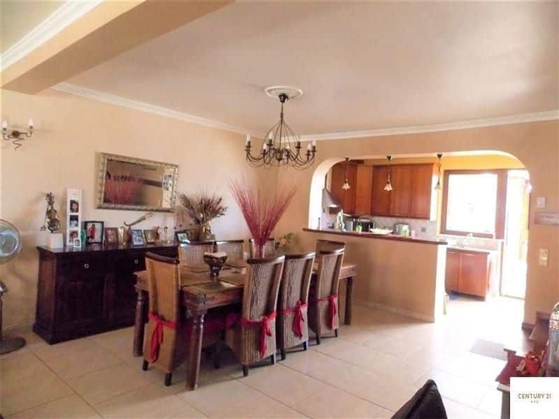 House for sale in Roosdaal