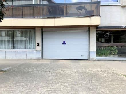 Parking space or garage for rent Evere