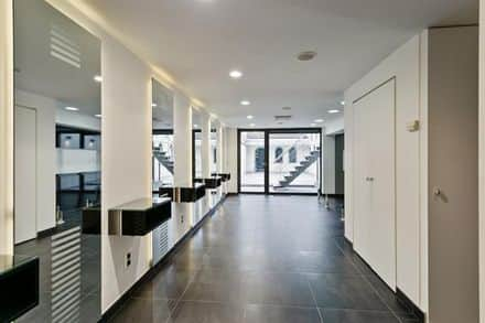 Business<span>290</span>m² for rent