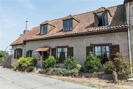 House<span>205</span>m² for rent Ormeignies