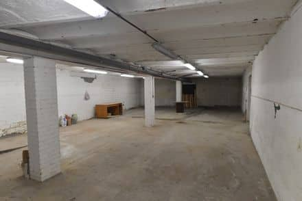 Parking space or garage<span>300</span>m² for rent