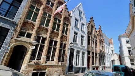 House<span>420</span>m² for rent Brugge