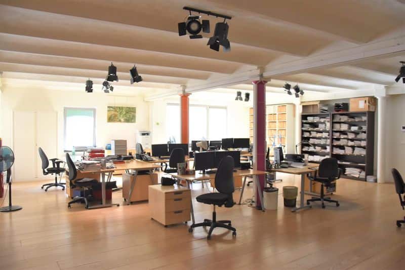 Office or business for rent in Elsene
