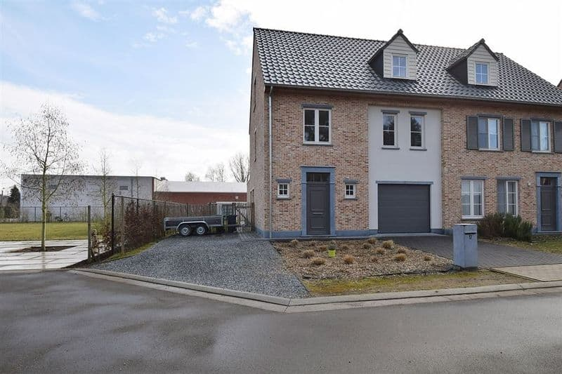 House for sale in Hallaar