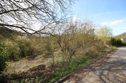 Land<span>560</span>m² for rent Ferrieres