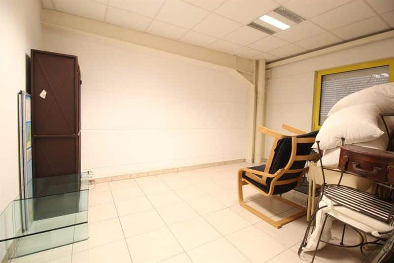 Office or business for sale in Trazegnies