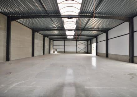 Business<span>733</span>m² for rent