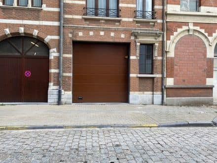 Parking space or garage for rent Ostend