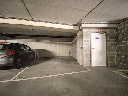 Parking space or garage for rent Jette