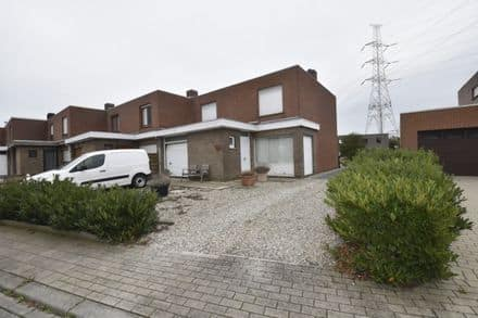 House<span>405</span>m² for rent