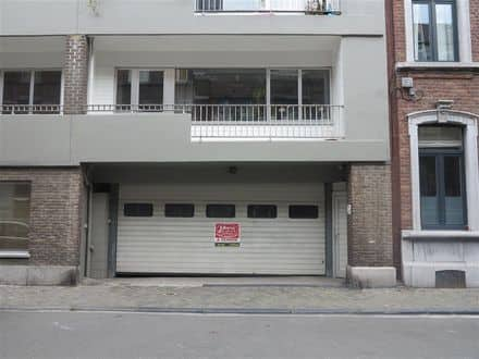 Parking ou garage<span>84</span>m² à louer