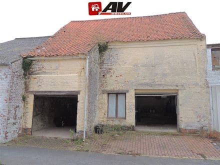 Parking space or garage<span>80</span>m² for rent Wadelincourt