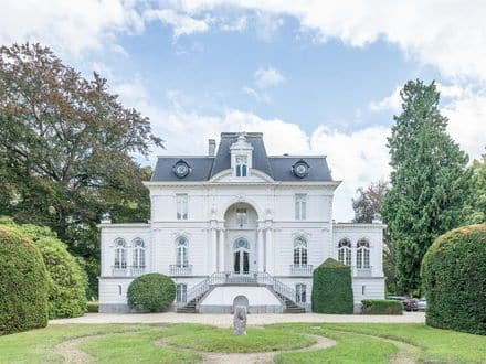 Castle<span>980</span>m² for rent