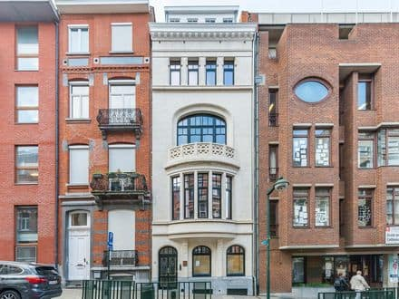House<span>600</span>m² for rent