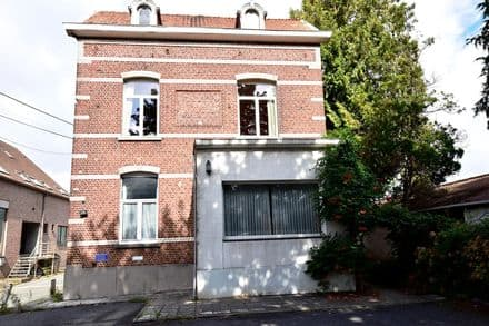 House<span>200</span>m² for rent Waterloo