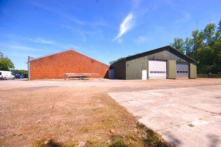 Industrial building<span>220</span>m² for rent