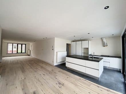 House<span>218</span>m² for rent