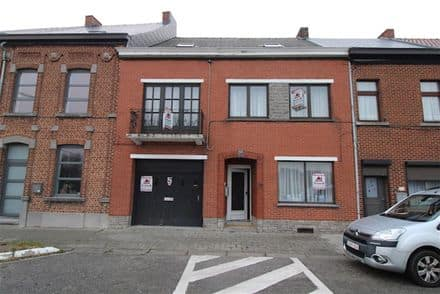 House<span>215</span>m² for rent Anderlues