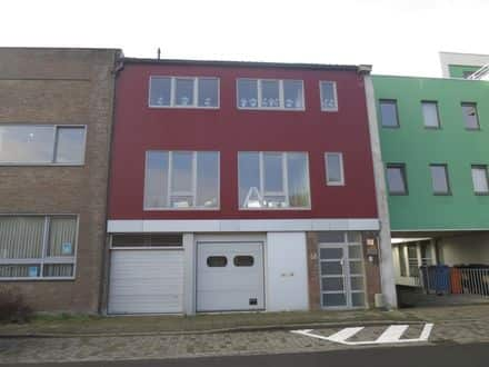 Mixed-use building for rent