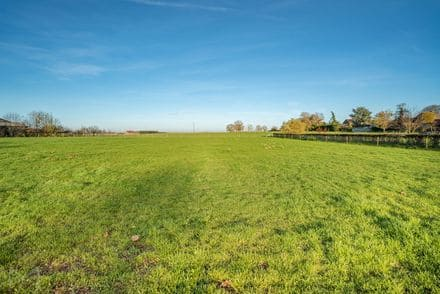Building land<span>1400</span>m² for rent
