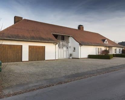 House<span>670</span>m² for rent
