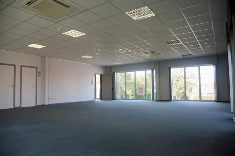 Office for rent in Desselgem