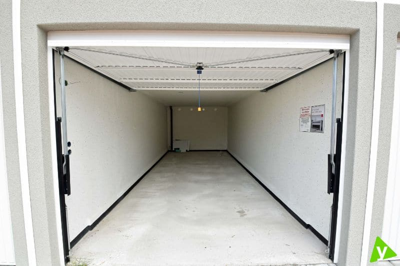 Parking space or garage for rent in Adegem