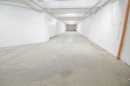 Parkeerplaats of garage<span>450</span>m² te huur Fontaine L Eveque