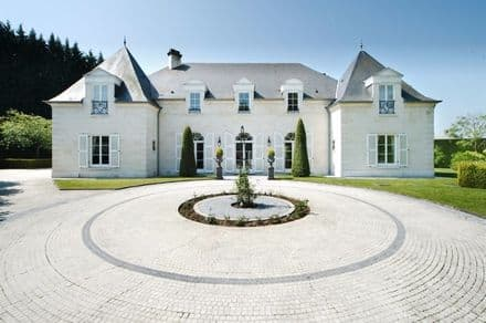 Castle<span>1200</span>m² for rent