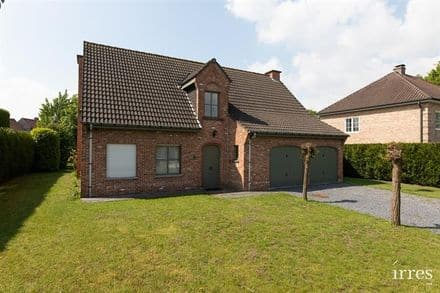 House<span>225</span>m² for rent Deinze