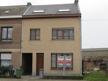 House<span>185</span>m² for rent