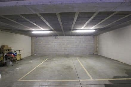 Parking space or garage<span>90</span>m² for rent