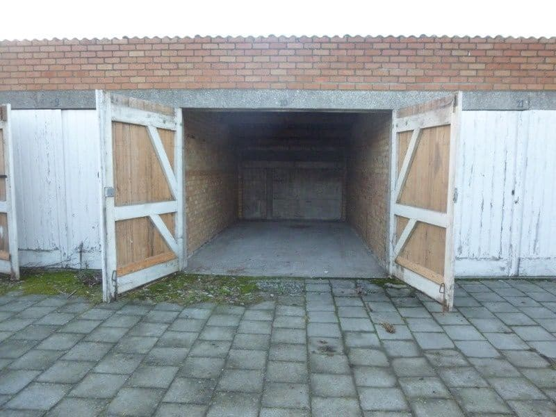 Parking space or garage for rent in Sint Kruis