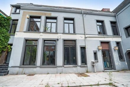 House<span>570</span>m² for rent