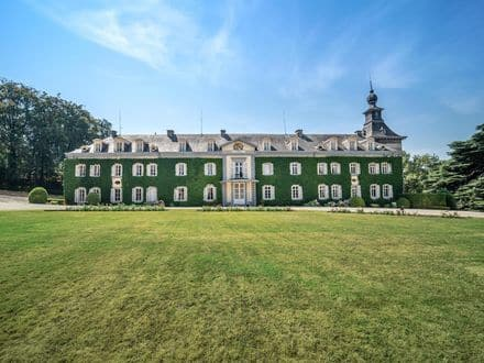 Castle<span>2500</span>m² for rent