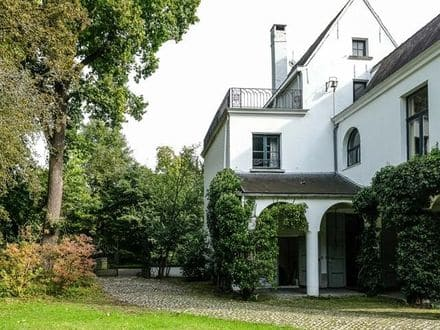 Castle<span>650</span>m² for rent