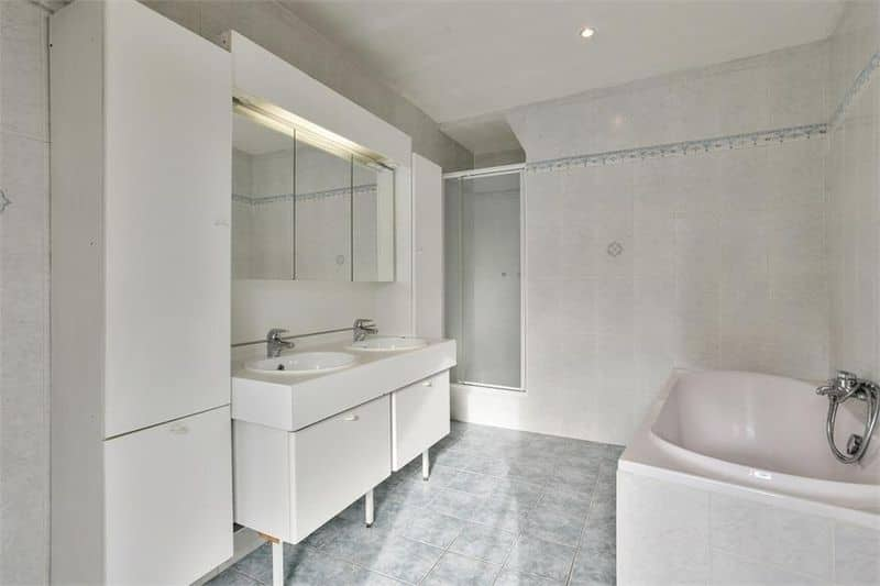 Business for sale in Sint Lievens Esse