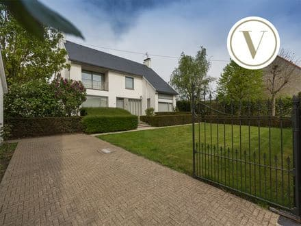 Villa<span>326</span>m² for rent Roeselare
