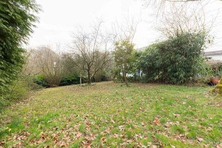 Building land<span>960</span>m² for rent