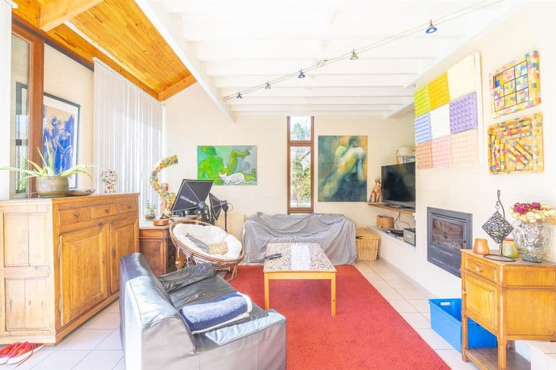 House for sale in Court Saint Etienne