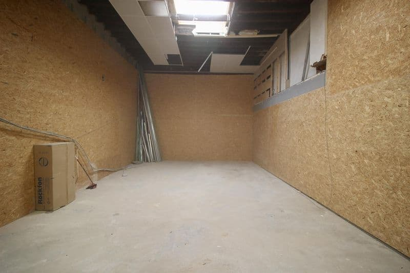 Warehouse for rent in Lot