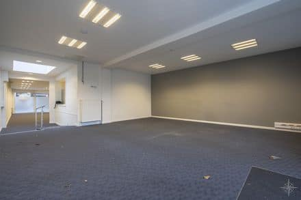 Office<span>135</span>m² for rent