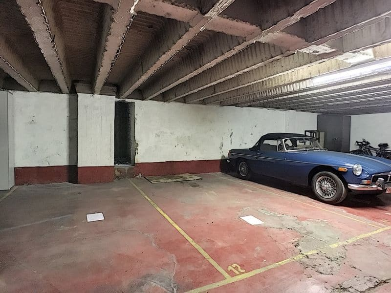 Parking space or garage for sale in Etterbeek