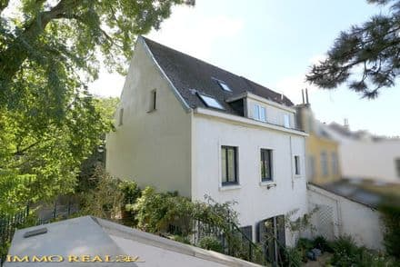 House<span>477</span>m² for rent